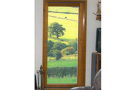 Porte fenêtre en bois simple vantail
